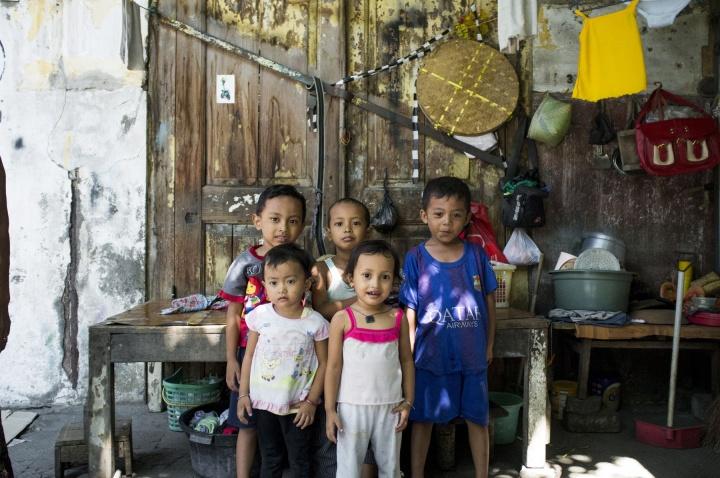 Kids posing.
