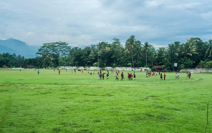 Kids training on the football pitch in Magelang.