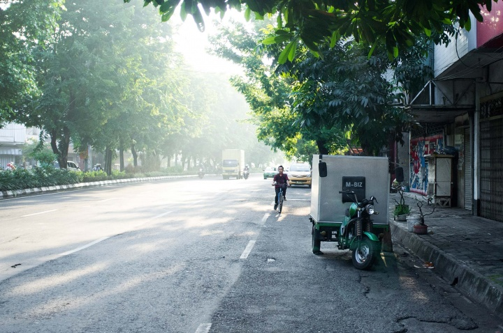 Hazy early morning in Surabaya.
