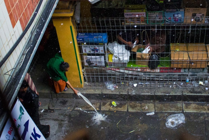 Although in some places it is slowly changing, Indonesia's sewage system is non-existent, so people are often forced to throw garbage and leftovers onto the street.