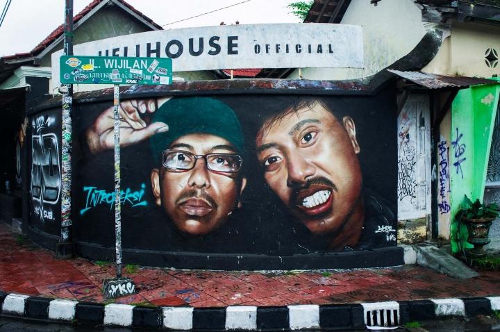 In Yogyakarta, virtually every major road andnarrow alleyway is sprayed withgraffiti.